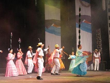 Paraguayan 'bottle dance'