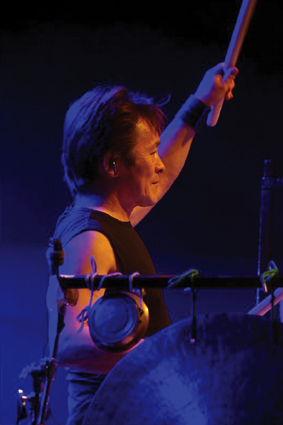Joji Hirota playing japanese drums image