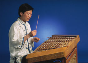 Xu Pingxin playing yangqin image